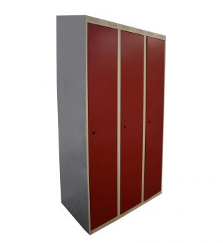 #04 TOPSTANDARD 3 - 3-dverová šatníková skriňa so šikmou strieškou 1900/900/500 mm